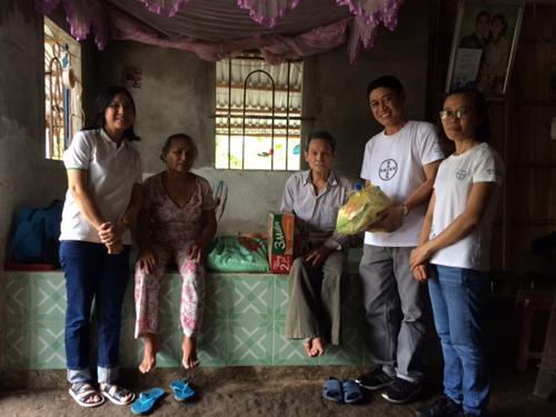 Công đoàn công ty  thăm hỏi và trao tặng 25 phần quà cho các hộ dân có hoàn cảnh khó khăn trên địa bàn tỉnh Hậu Giang