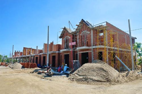 Các nhà phố xây sẵn đang được xây dựng. Hotline: 0905.42.5555.