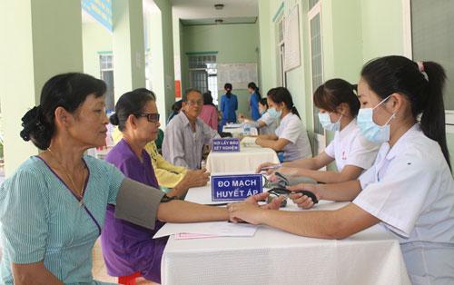 Đa khoa Royal thường xuyên tổ chức các buổi khám bệnh từ thiện