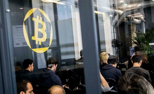 vi-sao-bitcoin-chua-dung-con-dien