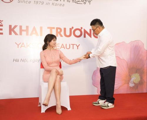 yakson-beauty-viet-nam-trao-goi-lieu-trinh-cho-15-nu-lanh-dao-1