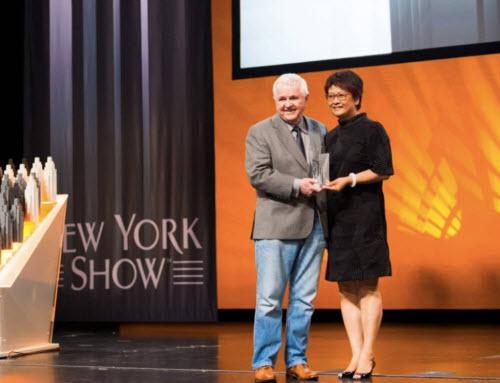 Đại diện China Focus Media nhận giải tại Lễ hội Quảng cáo quốc tế New York Festivals. Ảnh: Focus Media