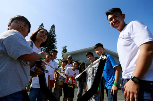 Trong năm 2017, Amway đã ủng hộ số tiền 584 triệu đồng cho Làng trẻ em SOS Việt Nam, trong đó công ty Amway đã trao một tấm séc trị giá 350 triệu đồng vào tháng 09/2017