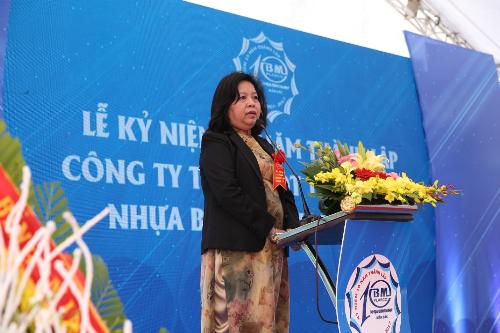 Bà Nguyễn Thị Kim Yến - Chủ tịch Hội đồng Quản trịNhựa Bình Minh miền Bắc phát biểutại buổi lễ.