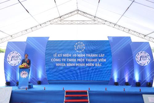 Ông Nguyễn Hoàng Ngân - Phó Chủ tịch Hội đồng Quản trị, kiêm Tổng giám đốc Công ty Nhựa Bình Minh phát biểu tại buổi lễ.