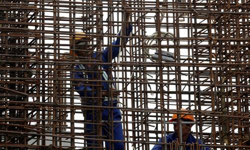 Tăng trưởng kinh tế Việt Nam năm 2017 đạt 6,81% - vượt kế hoạch 6,7%. Ảnh: Reuters