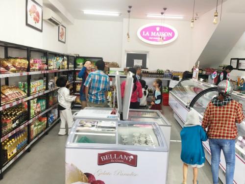 Nhiều khách hàng tìm đến chuỗi cửa hàng trong dịp cuối năm.