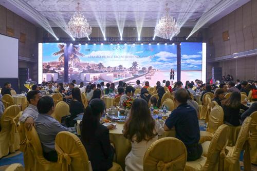 Có mặt tại lễ ra mắt, anh Lê Nguyễn, đại diện MGV - đơn vị phân phối cho biết, dự án mang đến các sản phẩm đẳng cấp 6 sao, thương hiệu quốc tế và số lượng sản phẩm có hạn. Nhiều khách hàng sau khi thăm quan nhà mẫu đã đăng ký mua sản phẩm ngay. Do vậy, trước khi mở bán, phần lớn các biệt thự đã tìm thấy chủ nhân.