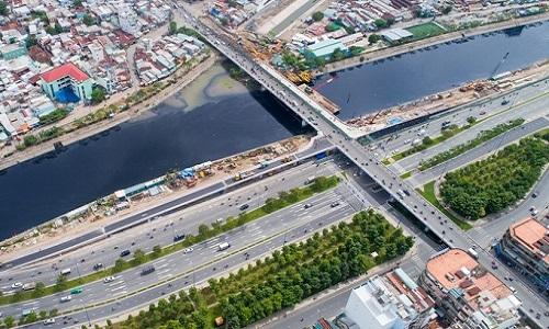 Đại lộ Võ Văn Kiệt đưa vào hoạt động đã tăng khả năng kết nối khu Tây với các khu vực khác của thành phố