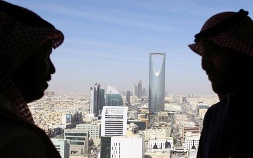 Người dân sống tại Arab Saudi phải trả thuế VAT từ năm nay. Ảnh: Reuters
