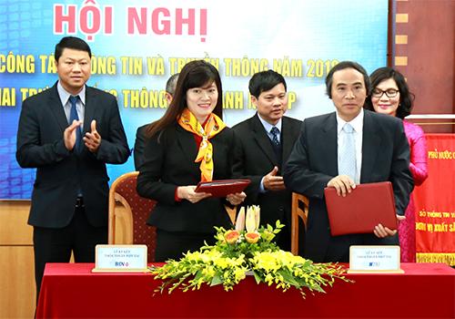 Lễ ký kết thỏa thuận hợp tác toàn diện giữa Trung tâm Giao dịch CNTT và Truyền thông Hà Nội. Ảnh: BIDV.