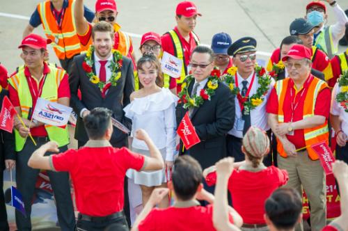 Lãnh đạo Vietjet cùng đại diện đối tác Airbus, nhà sản xuất máy bay và công ty sản xuất động cơ thế hệ mới Pratt & Whitney.