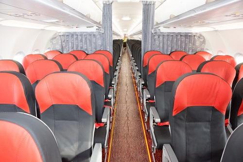 Hệ thống đèn LED đổi màu giúp tạo cảm giác thông thoáng và thoải mái cho hành khách và khu vực phục vụ khách Skyboss ở phía trên của tàu.