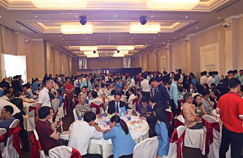 Hàng trăm khách hàng tìm hiểu dự án Khu căn hộ thông minh ven sông Saigon Intela ở khu Nam Sài Gòn.