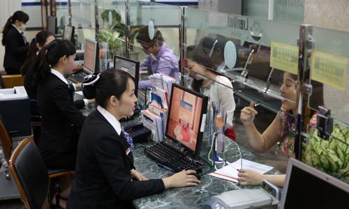Các ngân hàng từ nay sẽ thống nhất cách tính lãi gửi và vay thay vì mỗi nơi một kiểu. Ảnh: Đức Đồng.