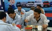 Lương công nhân Việt tăng nhanh nhưng vẫn không đủ sống