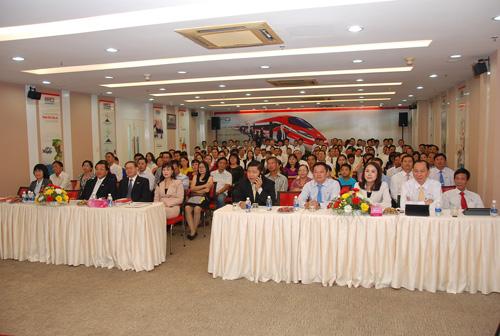 Đông đảo khách hàng tham dự sự kiện trao thưởng.