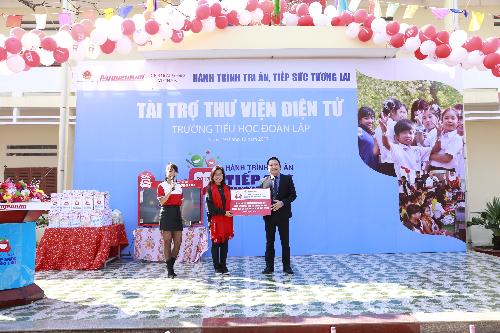 Nguyễn Kim trao 20 thư viện điện tử cho học sinh vùng sâu - 1