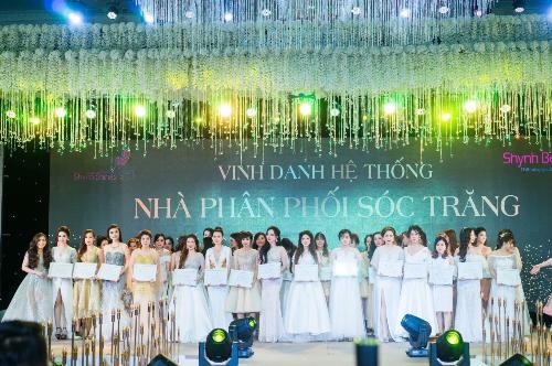 Dịp này, công ty còn tổ chức cuộc thi Miss Shynh Shine dành cho các cô gái tài năng, xinh đẹp trong hệ thống phân phối. Cuộc thi đã chọn ra gương mặt xứng đáng nhất với tổng giá trị giải thưởng hơn 100 triệu đồng. Ngoài ra, đêm tiệc đã vinh danh những cá nhân xuất sắc có thành tích vượt trội trong năm 2017.