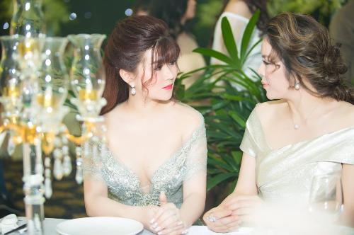 Shynh Shine Night là buổi tiệc tri ân hệ thống phân phối Shynh Beauty, các thành viên trong gia đình Shynh House của cô gái trẻ tài năng Lê Thị Xuân. Sự kiện là dịp để Công ty Shynh Beauty cùng hệ thống phân phối trong và ngoài nước nhìn lại những thành quả đã đạt được trong năm vừa qua. Những nỗ lực cống hiến của các cá nhân, đại lý, nhà phân phối& đã góp phần quan trọng đưa thương hiệu S-White của Công ty TNHH Shynh Beauty đến gần hơn với hàng triệu phụ nữ Việt.