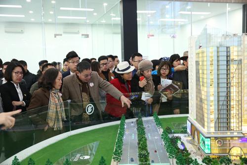khách hàng đã tham quan ba căn hộ mẫu được bố trí trên mặt bằng hơn 600m2.