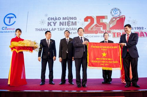Sau cờ truyền thống và Huy hiệu của UBND Thành phố trao nhân dịp kỷ niệm 25 năm, tại lễ tổng kết 2017, Tập đoàn C.T Group sẽđón nhận huân chương lao động hạng Nhì của Nhà ước.