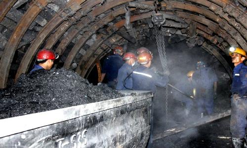 Năm 2017 TKV tiêu thụ 35,6 triệu tấn than, chủ yếu trong nước 34,1 triệu tấn. Ảnh:Vinacomin