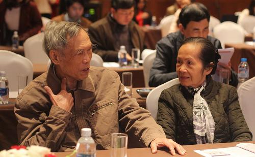 Chuyên gia kinh tế Trương Đình Tuyển và Phạm Chi Lan. Ảnh: VEPR