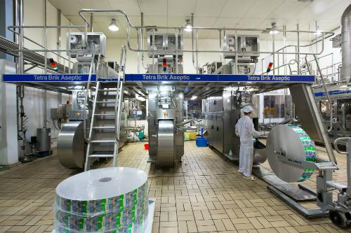 Dây chuyền sản xuất sữa bột đóng hộp pha sẵn của Nutifood.
