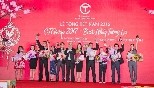 Nhiều phần thưởng giá trị dành cho các cán bộ nhân viên trong lễ tổng kết năm. Ảnh: C.T Group.