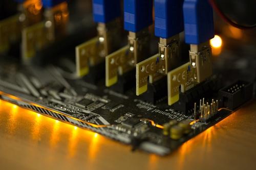 Đào Bitcoin là hoạt động cần vi xử lý mạnh. Ảnh: Bloomberg