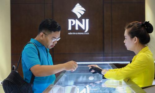 Giá vàng SJC tăng vài chục nghìn đồng mỗi lượng trongsáng nay. Ảnh: Thành Nguyễn.