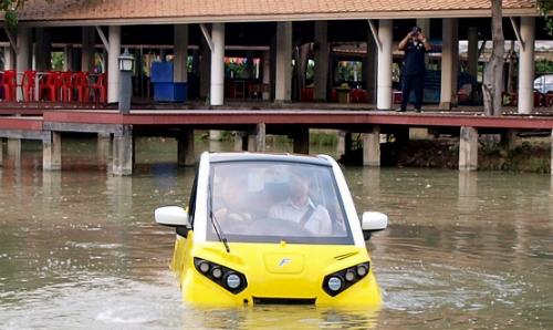 Phiên bản thử nghiệm chạy thử trong điều kiện ngập lụt tại Thái Lan. Ảnh: Bloomberg