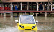 Ôtô 'bơi' được khi ngập lụt giá 18.000 USD