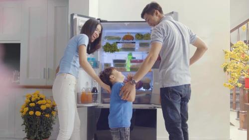 Chọn loại tủ lạnh giúp người lớn và trẻ em trong gia đình đều dễ dàng sử dụng.