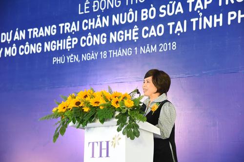 Bà Thái Hương - Nhà sáng lập, tư vấn đầu tư choTập đoàn TH phát biểu tại buổi lễ.