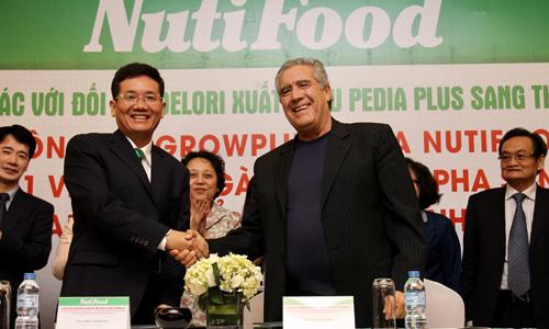 Lễ ký kết giữa Nutifood với đối tác Delori để xuất khẩu sữa sang Mỹ. Ảnh: Vũ Lê