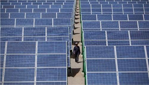 Trung Quốc là nước xuất khẩu chính pin năng lượng mặt trời vào Mỹ. Ảnh: AFP