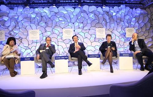 Phó thủ tướng Vương Đình Huệ tham gia thảo luận tại WEF. Ảnh: VGP