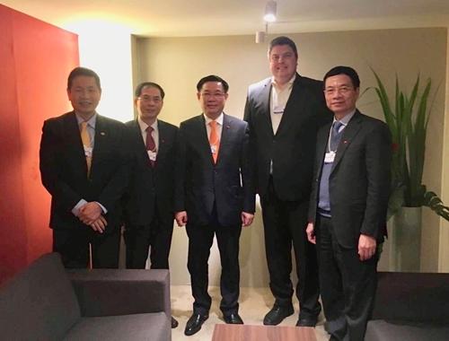 Phó thủ tướng cùng đại diện FPT, VNPT, Viettel gặp lãnh đạo Qualcomm.