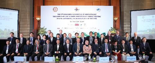 Giáo sư Tiến Sĩ Michael Tirant từng tham gia Hội nghị Da liễu Đông dương và Hội nghị Da liễu Cấp cao Thế giới tổ chức tại Hà Nội tháng 12/2017.