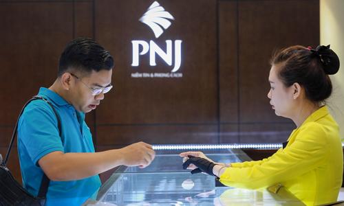 Giá vàng trong nước hiện trụ vững trên 37 triệu đồng. Ảnh: Thành Nguyễn.