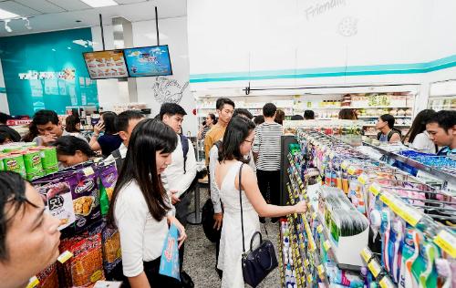 Bên trong một chuỗi cửa hàng tiện lợitừ Hàn Quốc mới vào Việt Nam.