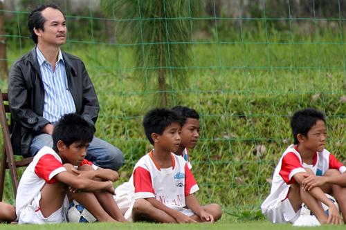 Ông Đoàn Nguyên Đức đã chi hàng chục tỷ đồng để vận hành trung tâm đào tạo bóng đá trẻ.
