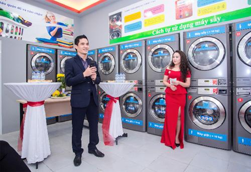 Ông Thạch Công Quang  Giám đốc Cleanpro Việt Nam phát biểu tại lễ khai trương showroom 116 Vĩnh Hưng, Hoàng Mai, Hà Nội