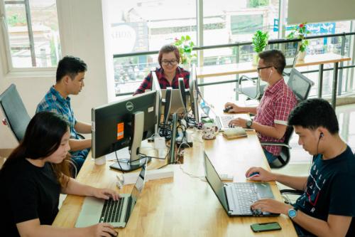 Theo TopDev, quá nửa các công ty lĩnh vực công nghệ quy mô vừa và lớn tại Việt Nam đang muốn tuyển thêm người trong năm 2018.