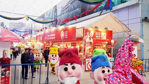 Hội chợ xuân Giảng Võ là điểm đến mang nhiều ý nghĩa để đồng bào cả nước và khách thập phương tới vui chơi, sắm Tết.