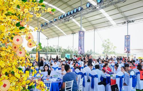 Hơn 300 khách hàng tham gia lễ mở bán dự án Bảo Lộc Capital giai đoạn 3. Hệ thống sàn phân phối: Live Real, Sài Gòn House, Gia Phát, Nam Gia, Vạn Phát Thịnh. Khách hàng quan tâm dự án liên hệ hotline: 0971 72 73 74; website: http://baoloccapital.vn/