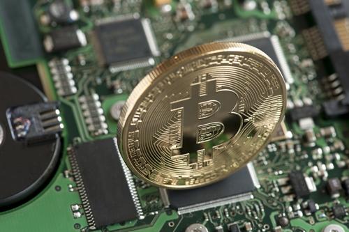 Giá Bitcoin tuần này đã mất tới 30%. Ảnh: Reuters