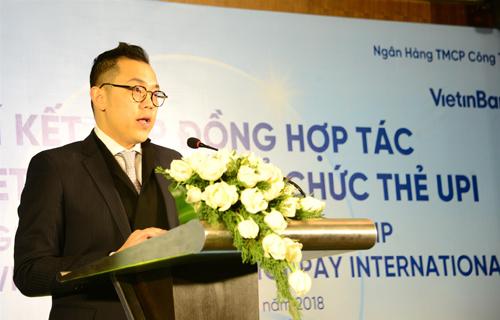 Ông Phùng Duy Khương - Giám đốc Khối bán lẻ VietinBank phát biểu khai mạc buổi lễ ký kết.